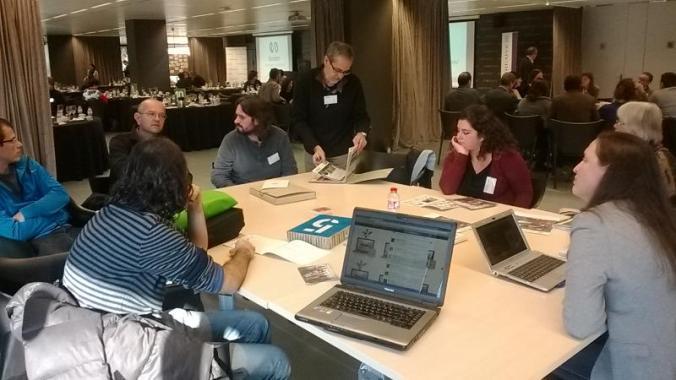 Mariana Franzon, a la part dreta de la imatge, durant la taula rodona en què hem participat.