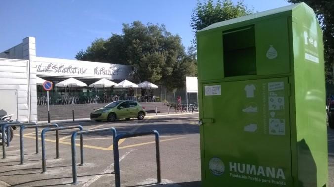 Un dels 11 contenidors instal·lats a Ripollet, municipi on hem recollit 8.742 kilograms de roba i calçats usats  de gener a juny.