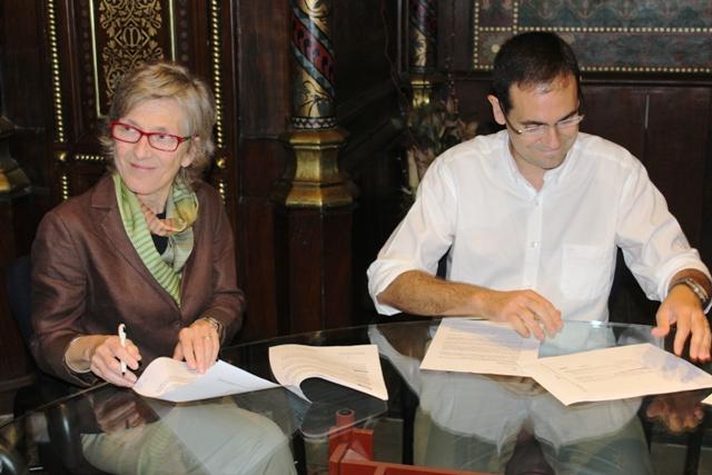 Elisabeth Molnar i Ignasi Giménez signen la renovació de l'acord.