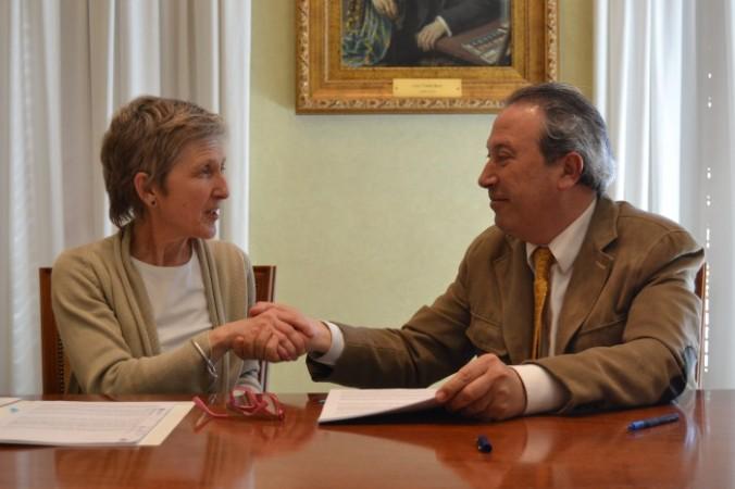 La directora general d'Humana, Elisabeth Molnar, i el regidor de Via Pública i Medi Ambient, Hipòlit Monseny.