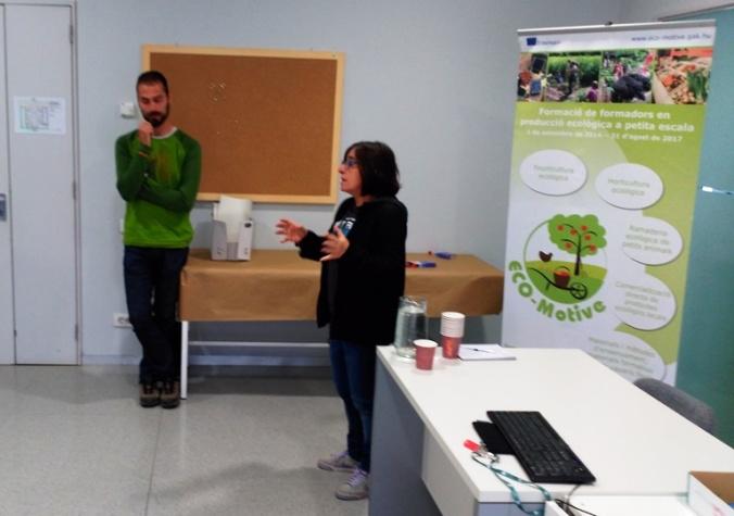 Damiana Conde i Xavi Vela, durant la presentació a la jornada.