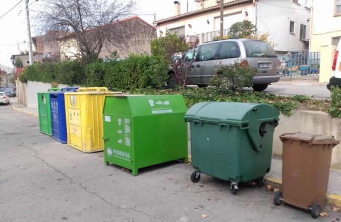 Bateria de contenidors a Cardedeu (Vallès Oriental).
